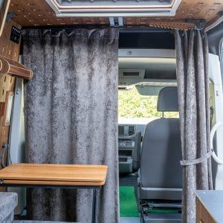 Vorhang mit mobiler Vorhangschiene